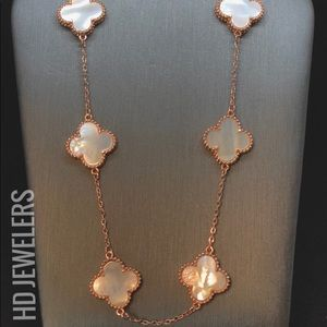 10 Motif Mother Of Pearl Rose Gold Clover Necklace